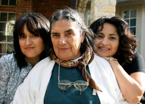 From left, Beatriz (yours truly), mom, and sister in a photo from last fall.